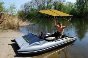 Running aerodynamic awning for a catamaran, boat