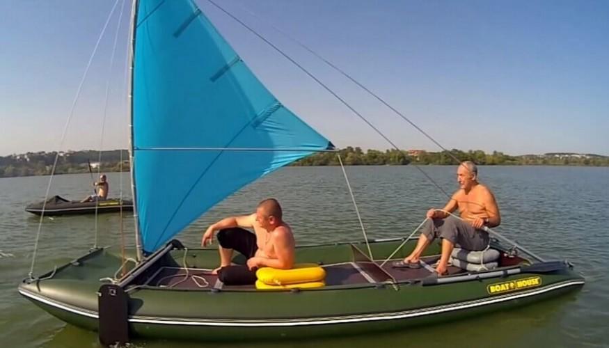 установить на надувную лодку парус