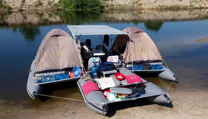 Side platforms for inflatable boats