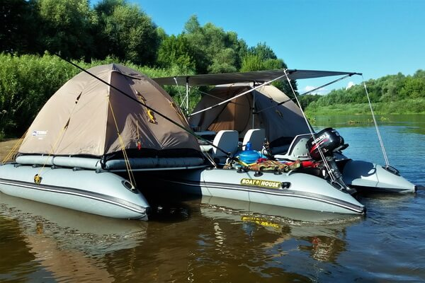 Inflatable motor catamaran